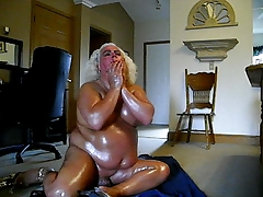 Gold Booty Skank Cukin Her Pussy part2