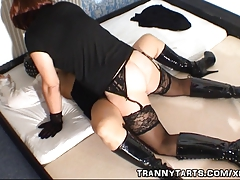 Naughty woman gets creampied by t-girl